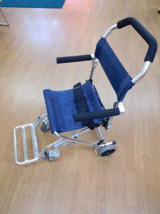 折り畳み車いす入荷しました。スマイルサンタ長野南バイパス店