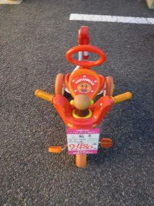 アンパンマン 3輪車入荷しました。サンタ販売価格2480円+税。スマイルサンタ長野南バイパス店