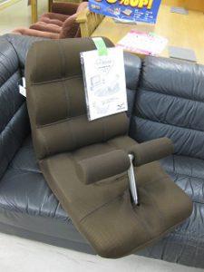 腹筋座椅子 ¥3,800+税 スマイルサンタ小諸店 TEL:0267-46-8351